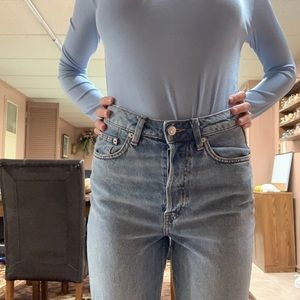 H&M distressed high waisted mom jeans!